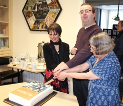 Jude, Richard and Lena cut the cake